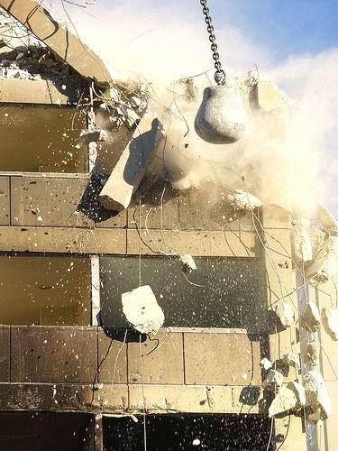 Снос зданий шаром